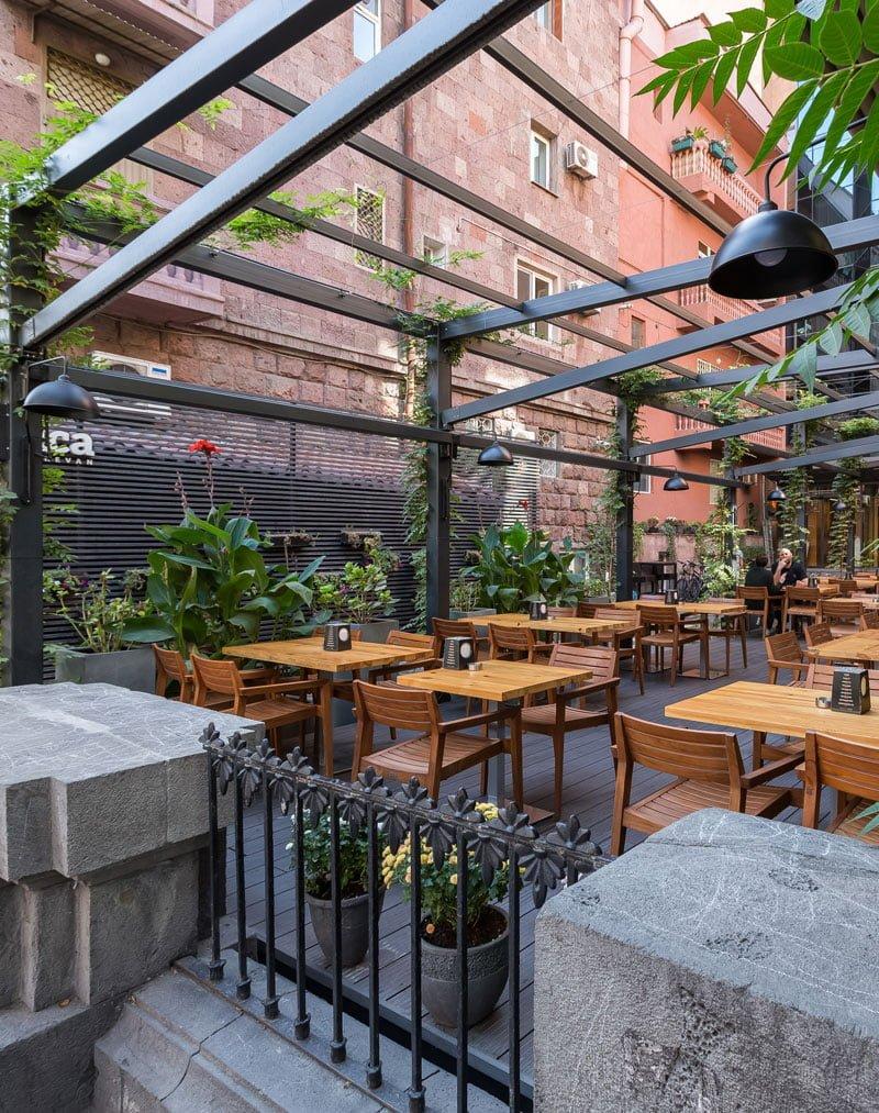 foto otkrytoy terrasy kafe tep steyshn s ulitsy