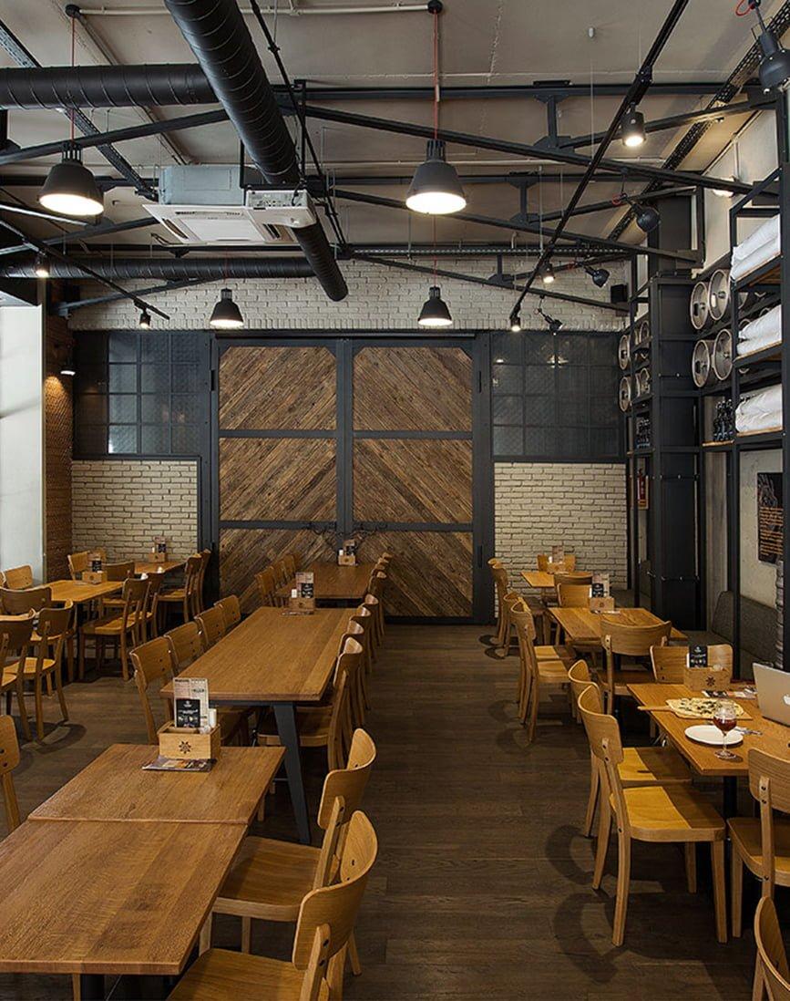 foto inter'yera obshchego zala v stile loft, v pivnom restorane DARGET, Yerevan, Armeniya