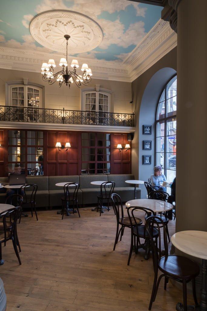 фото архитектуры внутреннего пространства в кафе-пекарне БРИОШ, Ереван, Армения