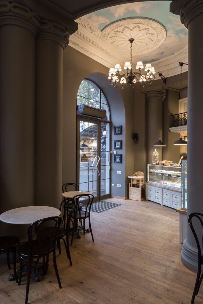 фотография дизайн оформления интерьера и входной группы в кафе БРИОШ, Ереван