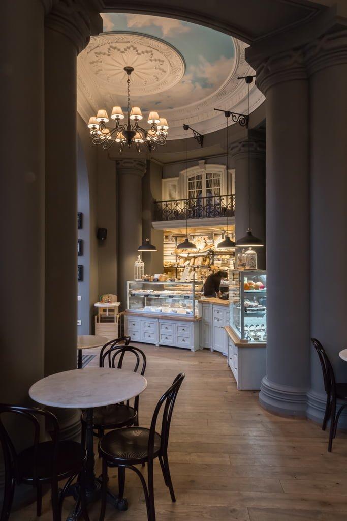 фотография общего зала и торговой зоны во французской пекарне-кафе БРИОШ, Ереван