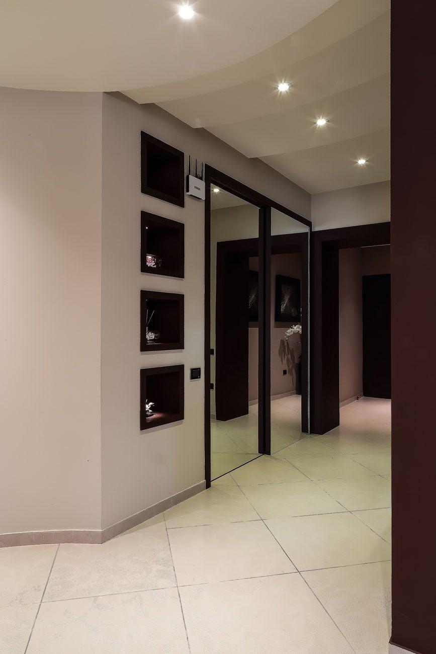 Интерьер коридора (вид на вход) в частной квартире, Ереван
