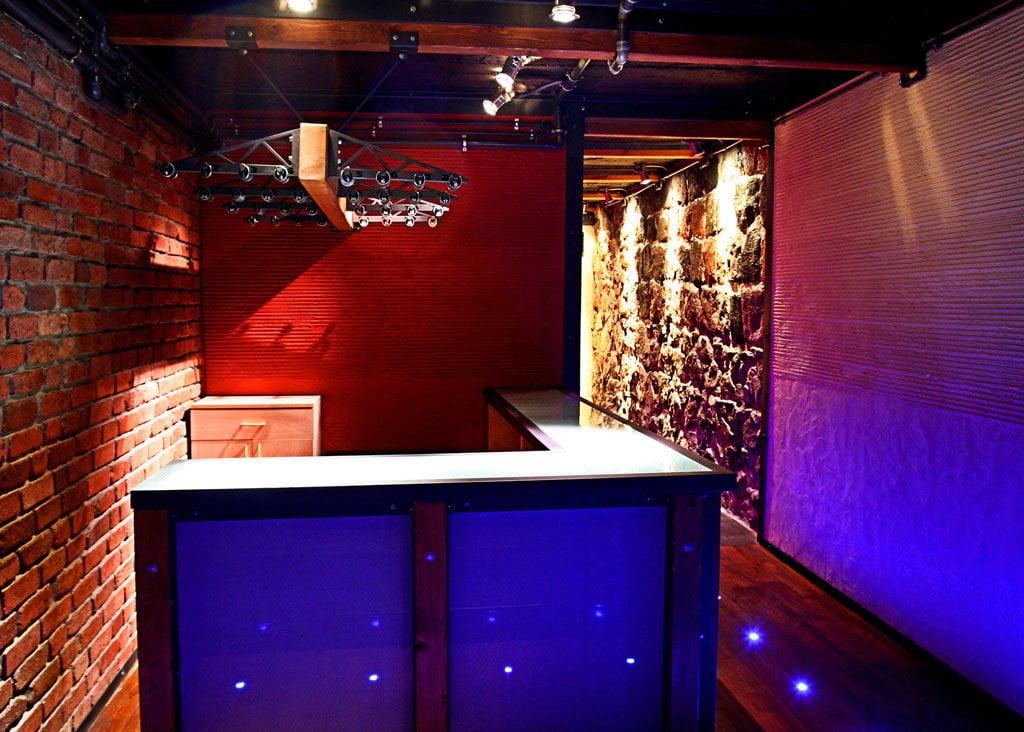 foto inter'yera pri vkhode v restoran i launzh-bar BOBS, Yerevan, Armeniya