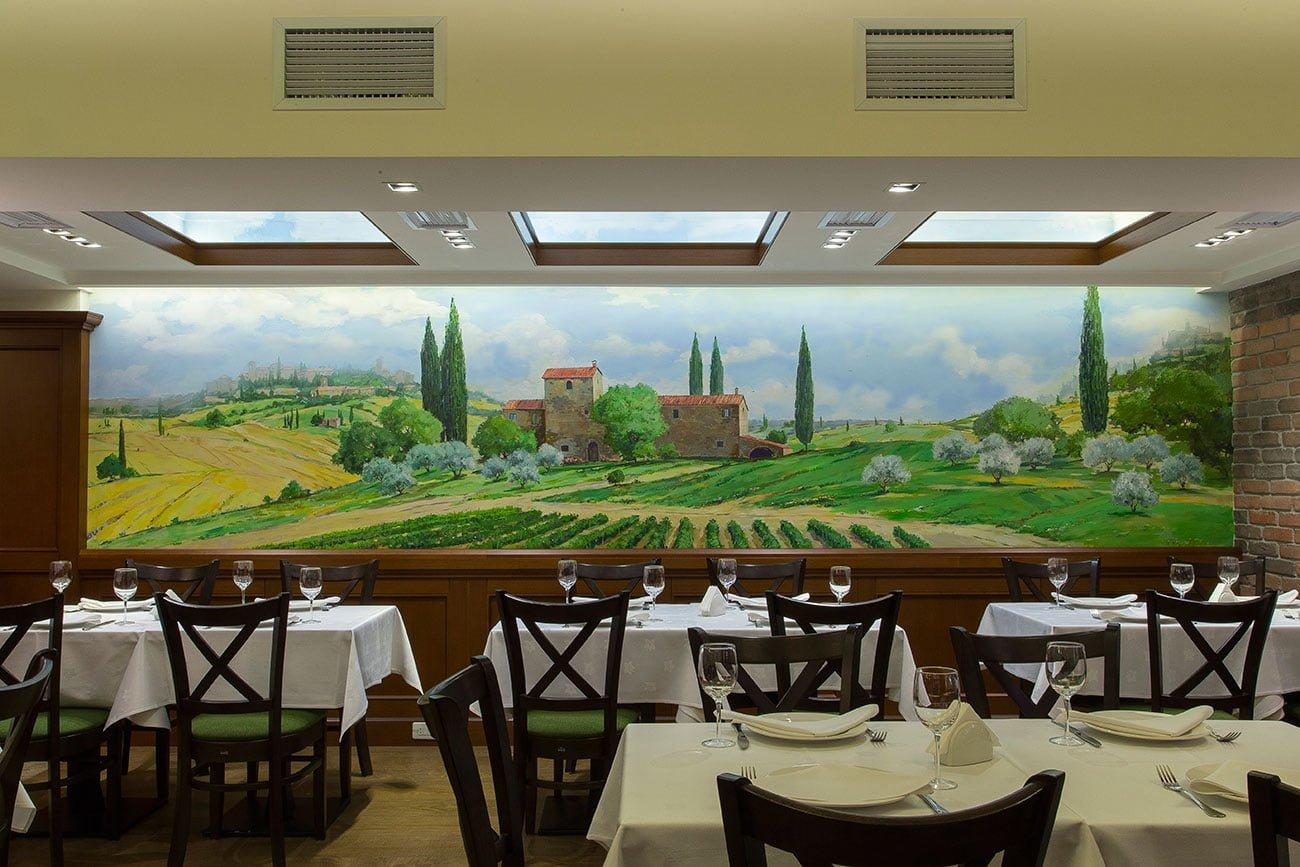 foto nastennoy freski s toskanskim peyzazhem v restorane OLIVA, Yerevan, Armeniya