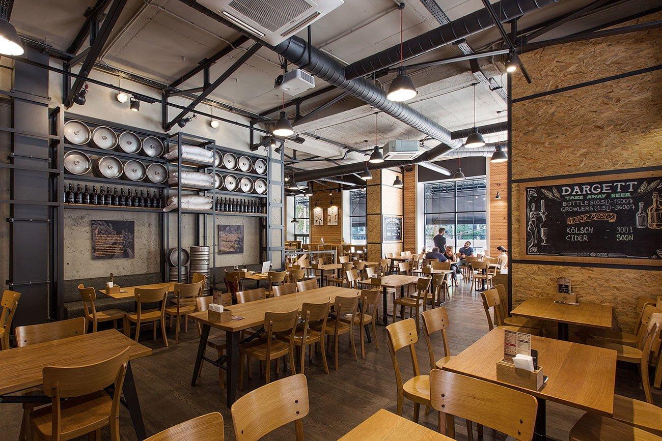 фото общего зала со столами для больших компаний в ресторане ДАРГЕТ, Кентрон