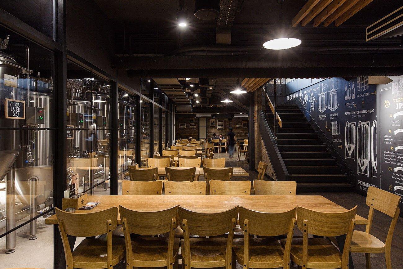 фото вид нижнего зала, непосредственно рядом с пивоварней в ресторане ДАРГЕТ