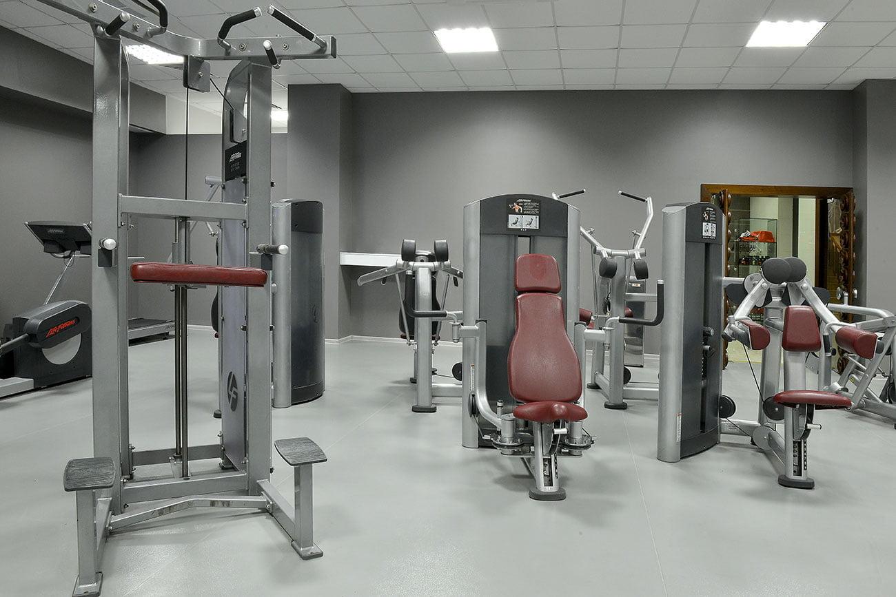 fotografiya trenazhornyy zal s snaryadami v fitnes-klube, gostinitsa VALLEKS GARDEN