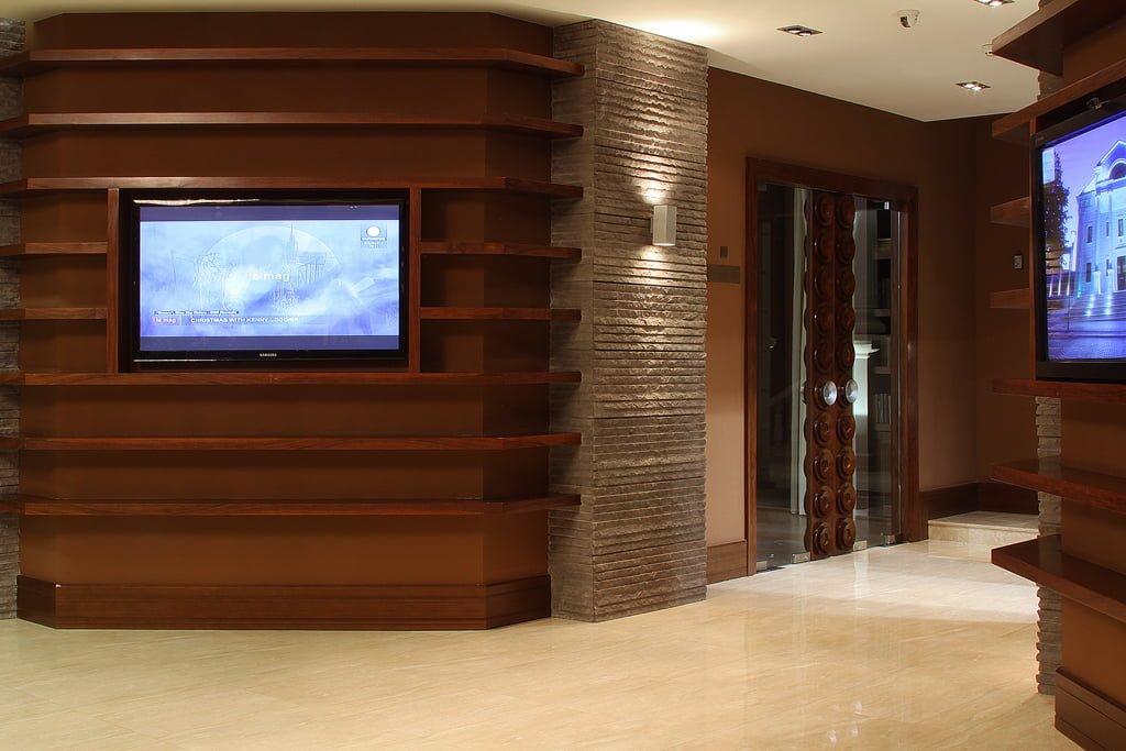 foto dizayna inter'yera kholla s monitorami v gostinitse VALLEKS GARDEN, Stepanakert