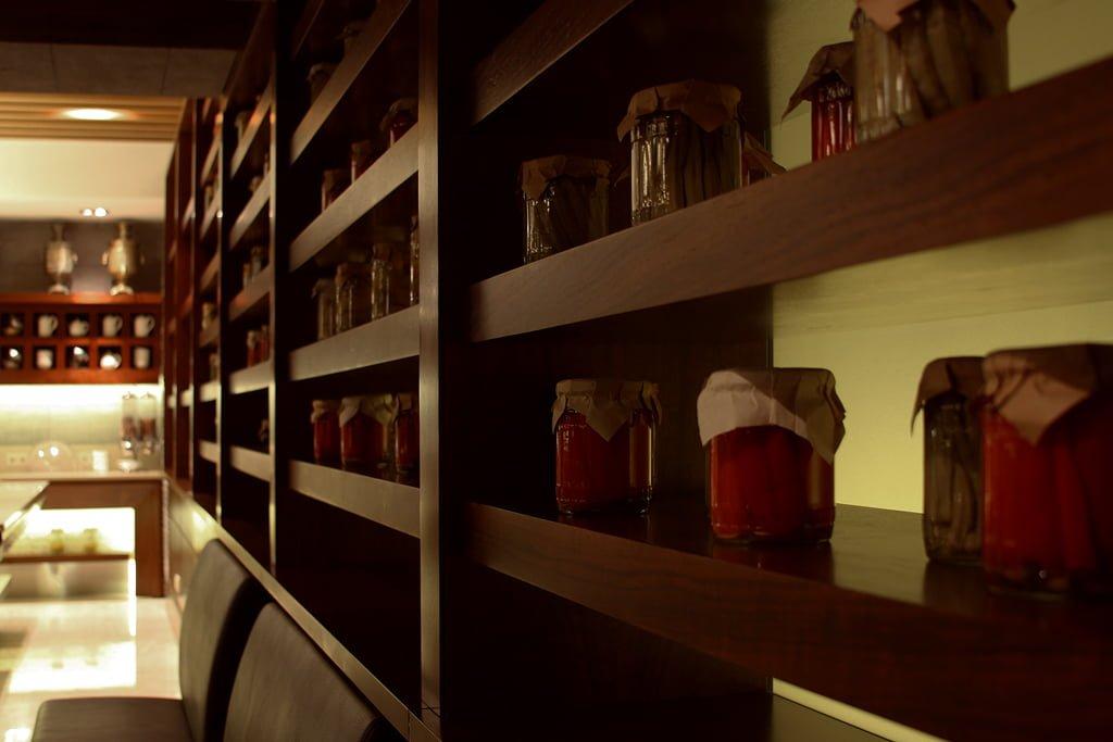 foto fragmenta inter'yera obshchego zala restorana v gostinitse VALLEKS GARDEN, Stepanakert