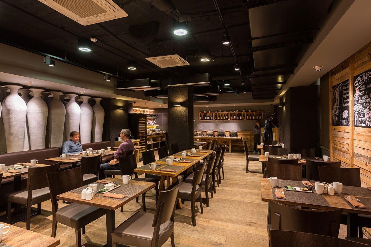 foto inter'yer obshchego zala v restorane ANUSH sozdan v etnicheskom stile IMAGEMAN