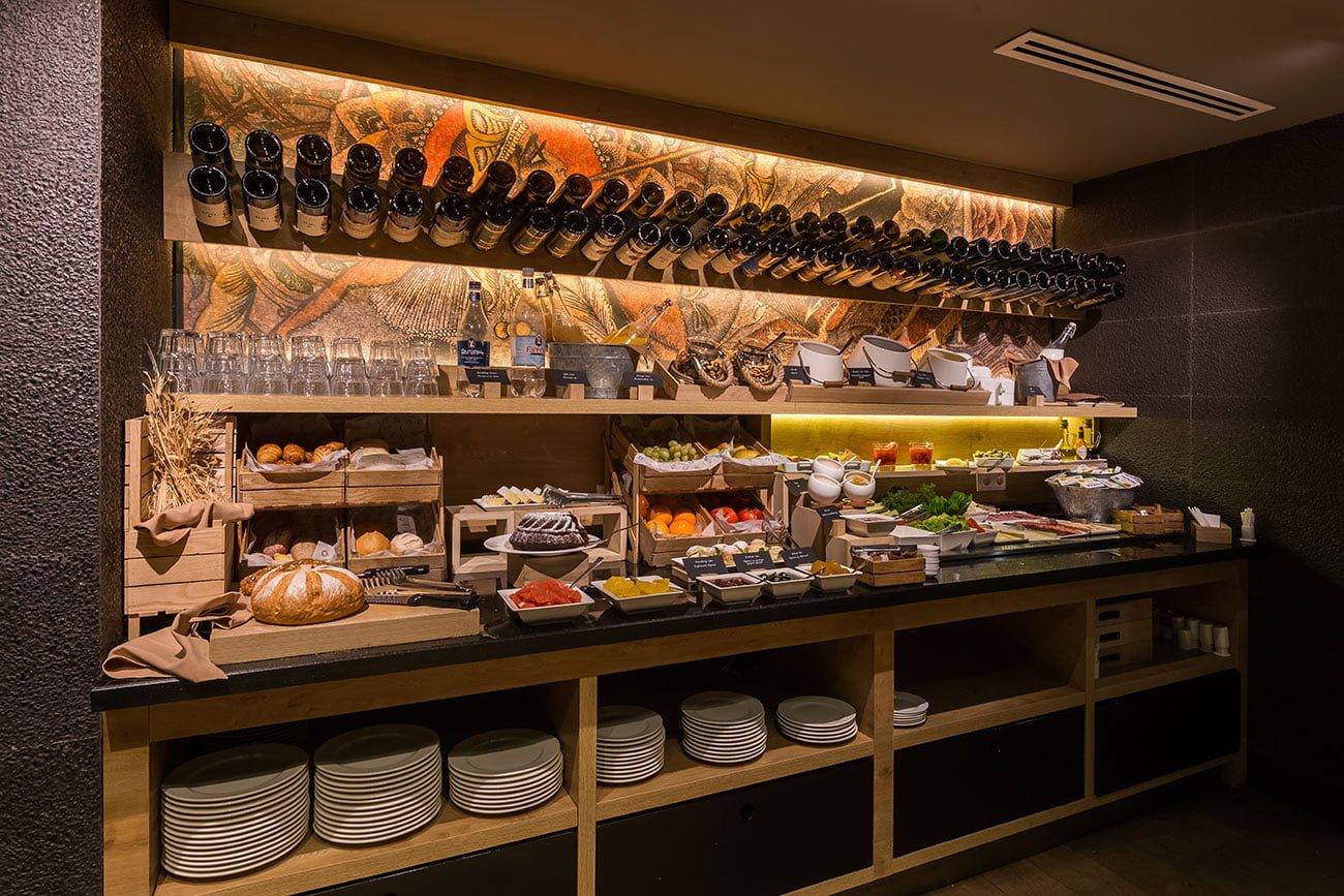 foto shvedskogo stola v restorane ANUSH dizayn inter'yera etnicheskiy stil' IMAGEMAN