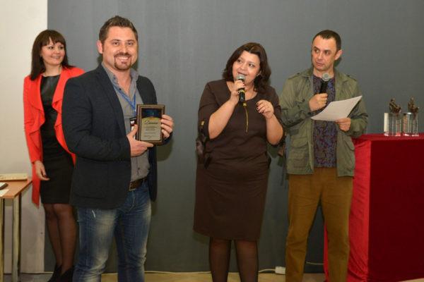 foto Mikayela Karsyana v moment polucheniya premii