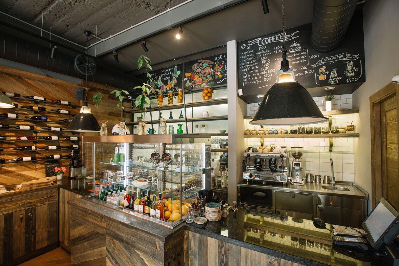 foto rabochey zony v kafe IT & FIT