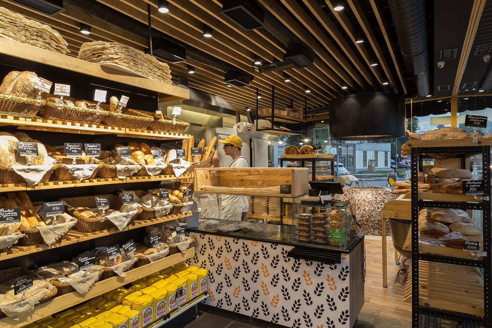 foto rabochey zony v kafe v pekarne s tondyrom