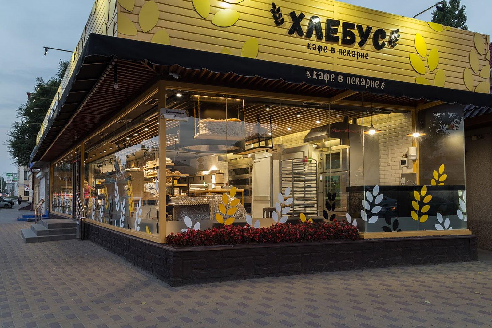 foto kafe v pekarne s tochki zreniya prokhozhikh v tomnoye vremya sutok