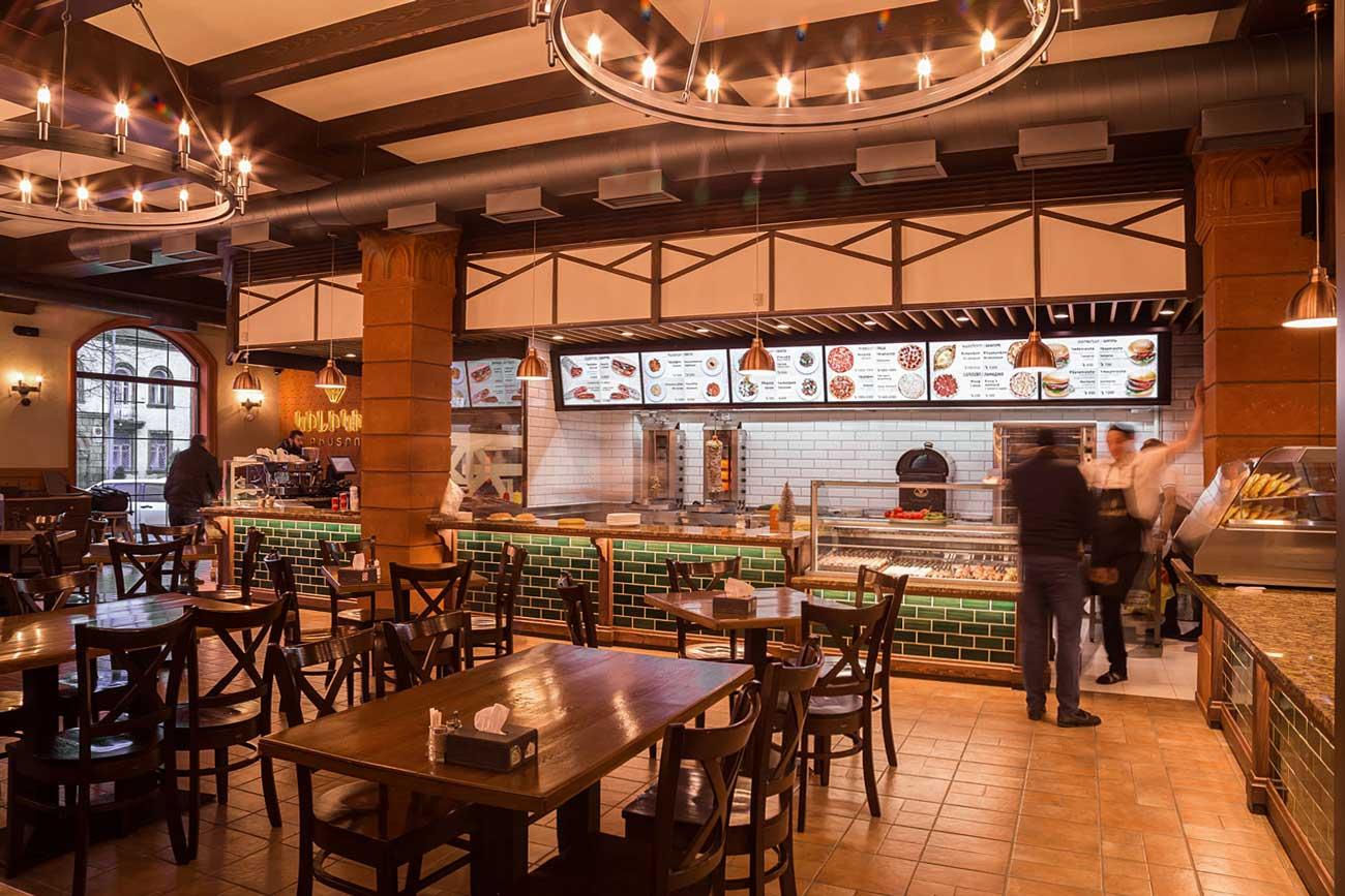 фото интерьера общего зала (вид 2) в ресторане КИЛИКИЯ БИСТРО, Гюмри, Армения