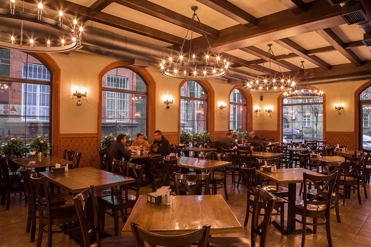 фото оформление интерьера общего зала в ресторане КИЛИКИЯ БИСТРО, Гюмри, Армения