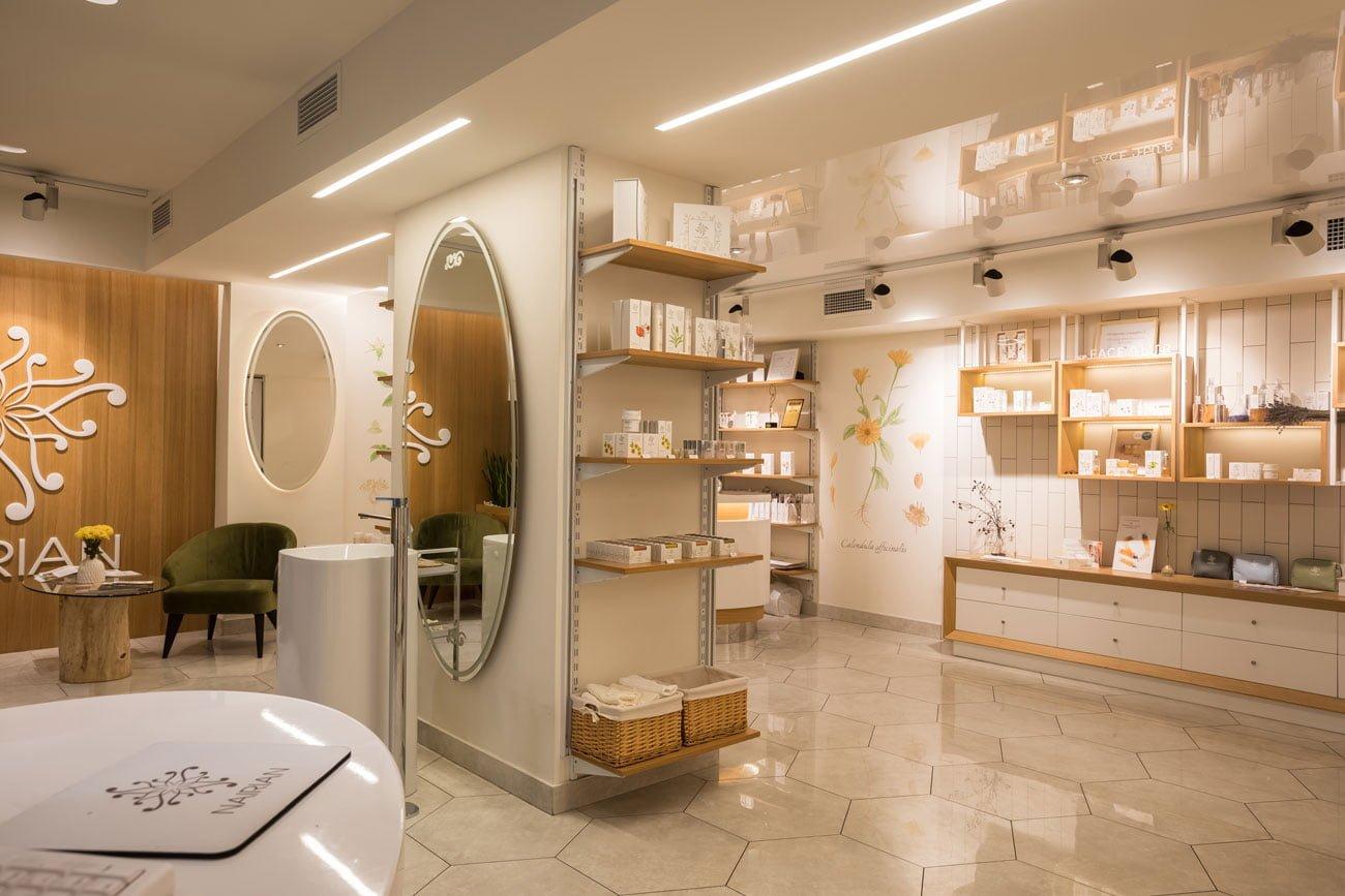 фото интерьера торгового зала с стеллажами и продукцией в магазине НАИРИАН