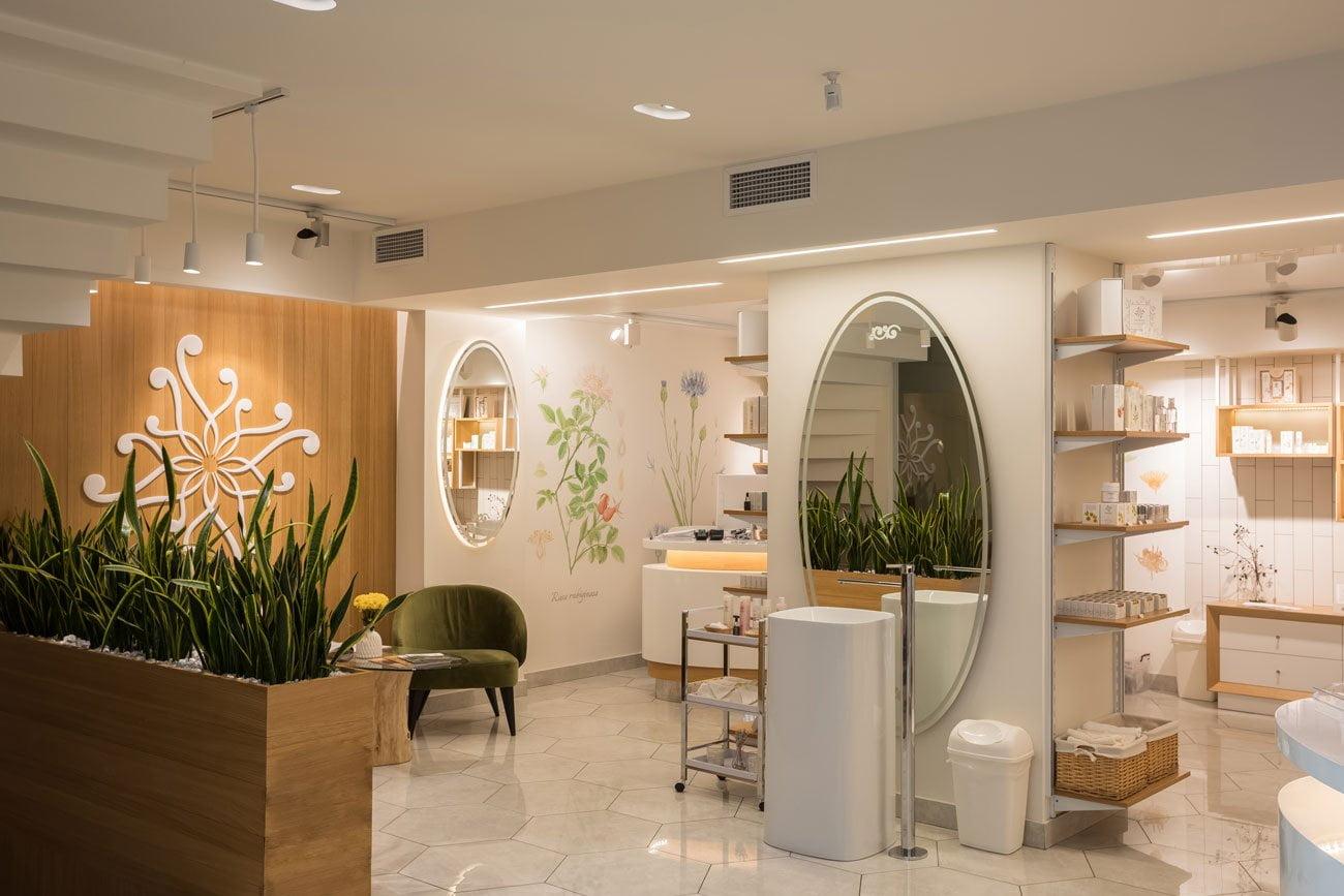 фотография Дизайн интерьера торгового зала в магазине косметики НАИРИАН, Ереван