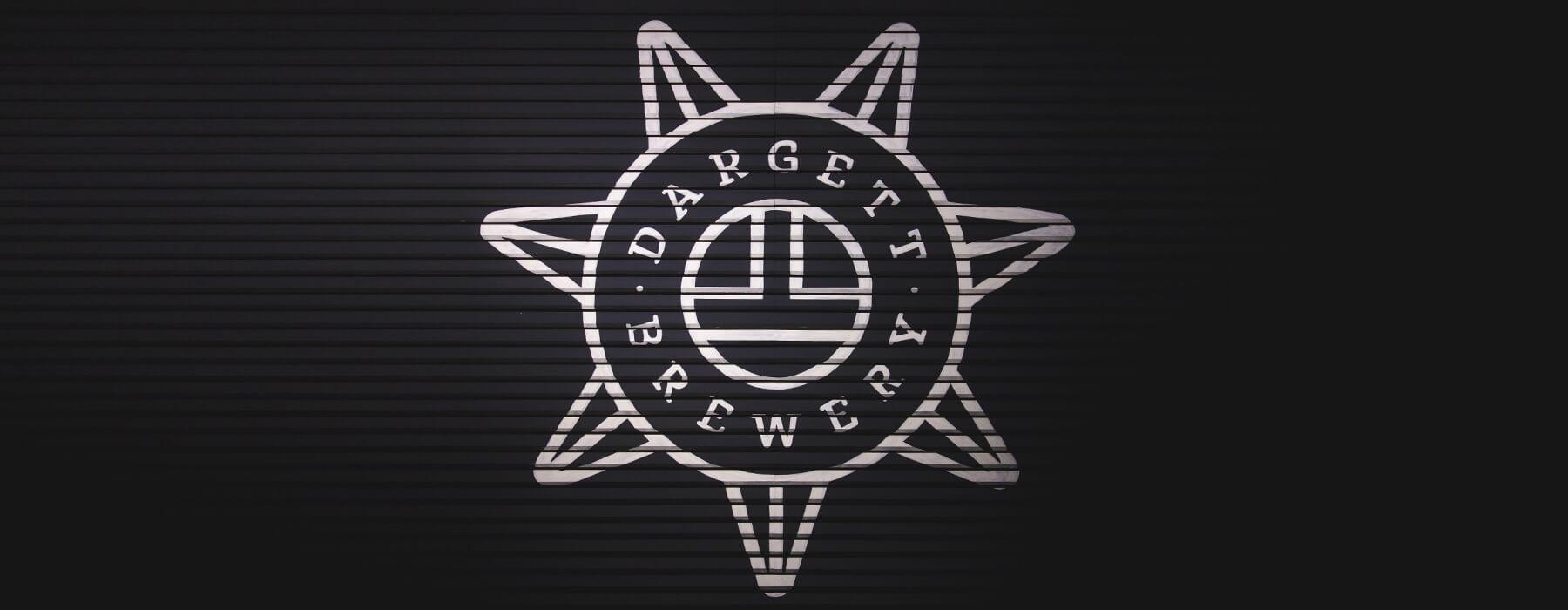 izobrazheniye logotipa i torgovyy znaka restorana-pivovarni DARGET, Yerevan, Armeniya