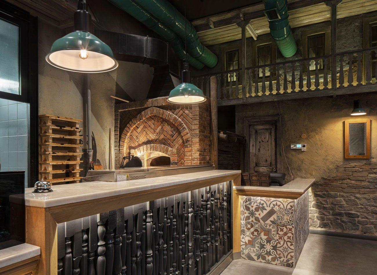фотография большой каменной печи, аутентичный дизайн интерьера ресторана Ктур