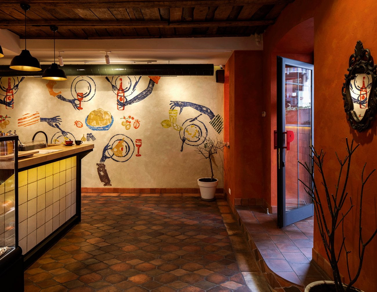 photo of the hall of the restaurant POMODORO decorated in the style of an old Italian courtyard