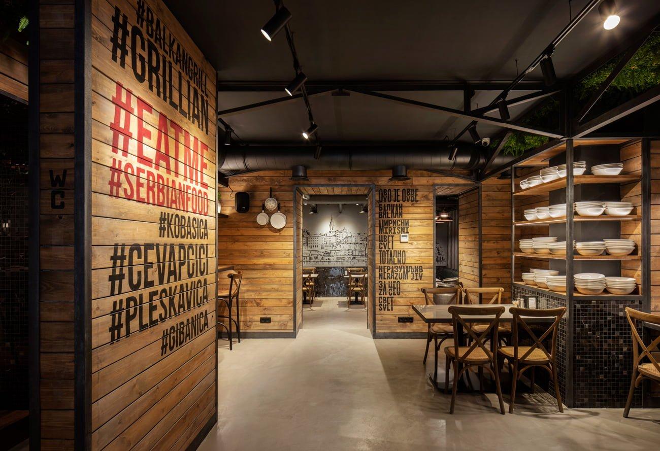 фото дизайна интерьера нового ресторана Grillian с тематическим оформлением стен