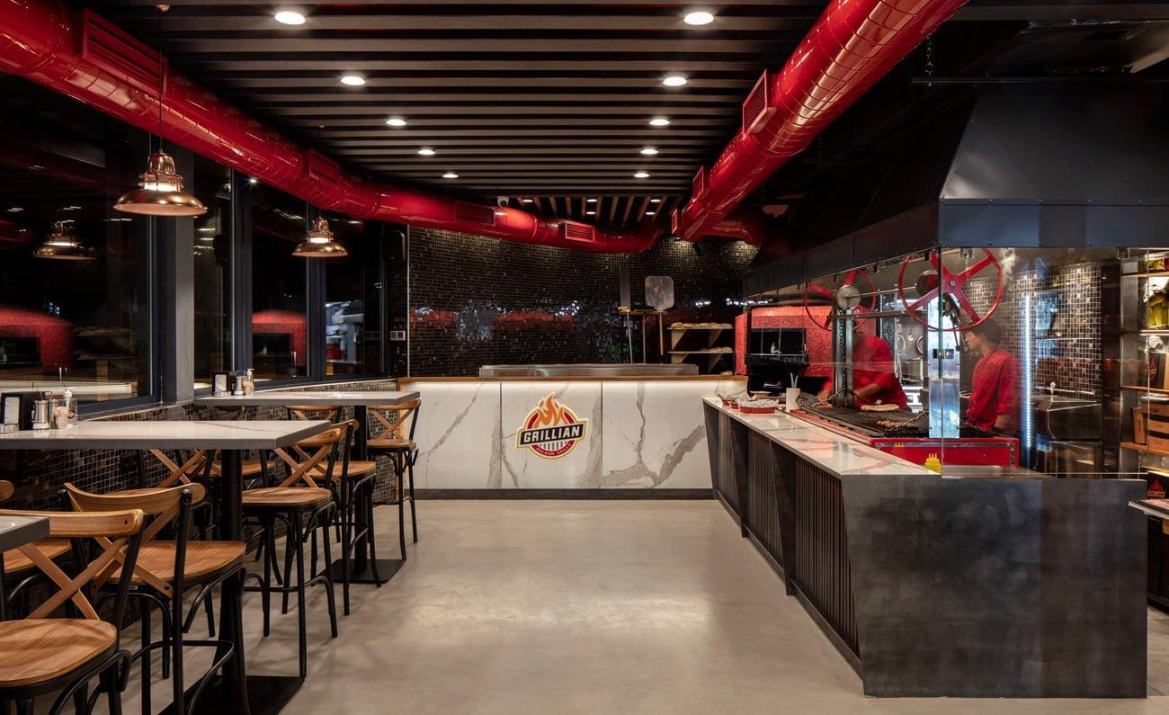 фото интерьера одного из залов в проекте ресторана балканского Grillian в центре Еревана