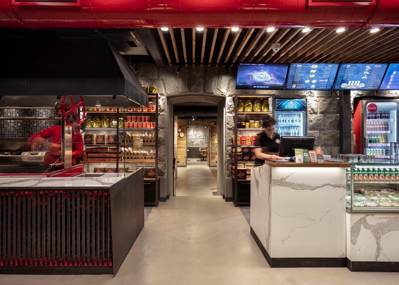 фото оформления интерьера в кантри стиле в ресторане Grillian с тематической росписью