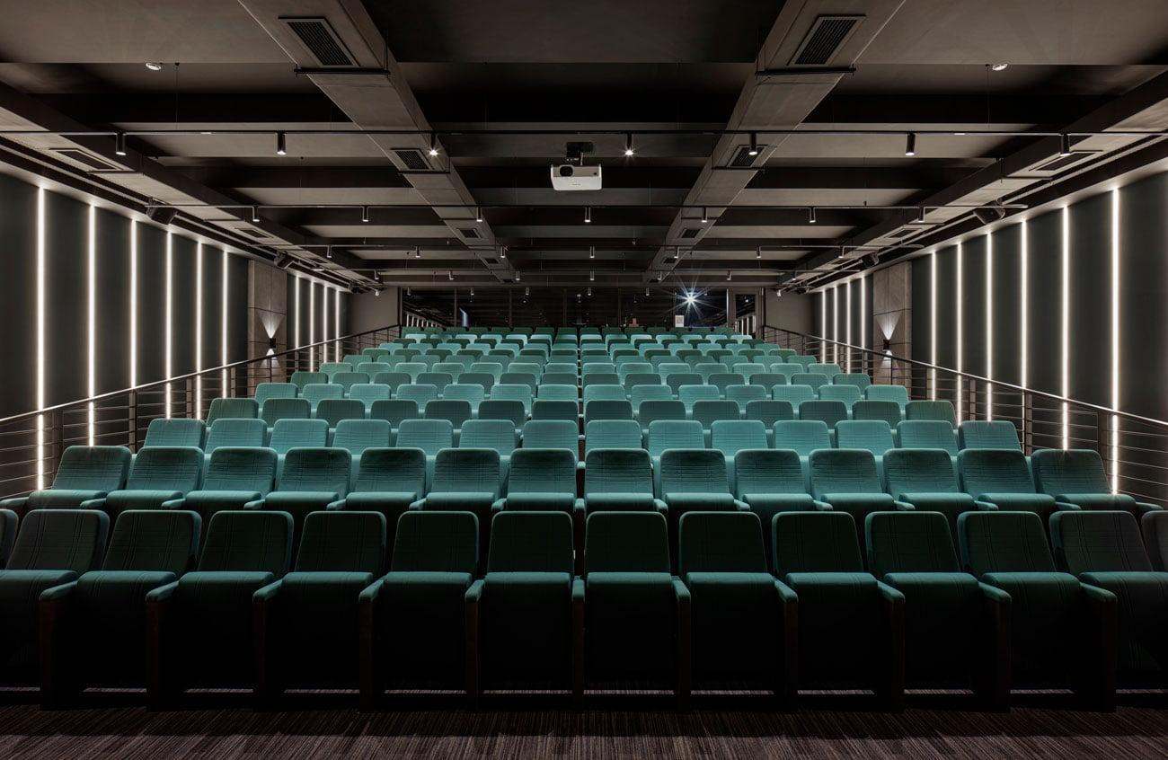 фото аудитории для тренингов на 200 посадочных мест в Даунтаун центре от IMAGEMAN